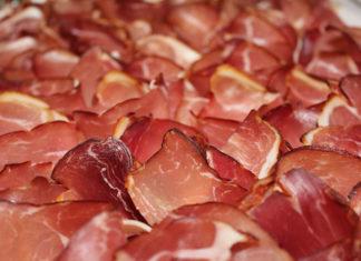 Sprawdzamy dodatki do żywności. Jaką rolę pełnią fosforany spożywcze?